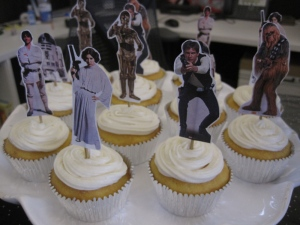 Star-Wars-cupcakes-rebel-side2