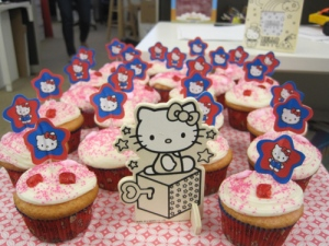 hello-kitty-cupcakes