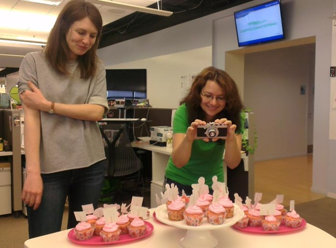 jana-office-cupcakes